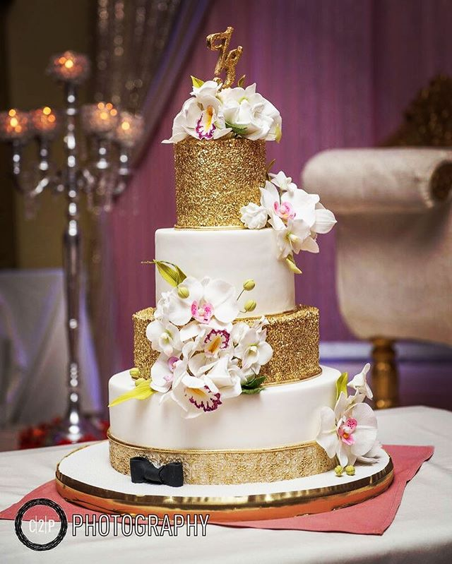 LOVE when photographers send over pictures of our cakes! Thanks C2P Photography  for sending over Shaikh and Zaria's wedding cake! #gold #white #bling #sugarflowers #sugarart #maharaniweddings #deewan #alittlebowtie #brides #2017 #2016 #cake #wedding #indianwedding #bling #itsallinthedetails #thecakery