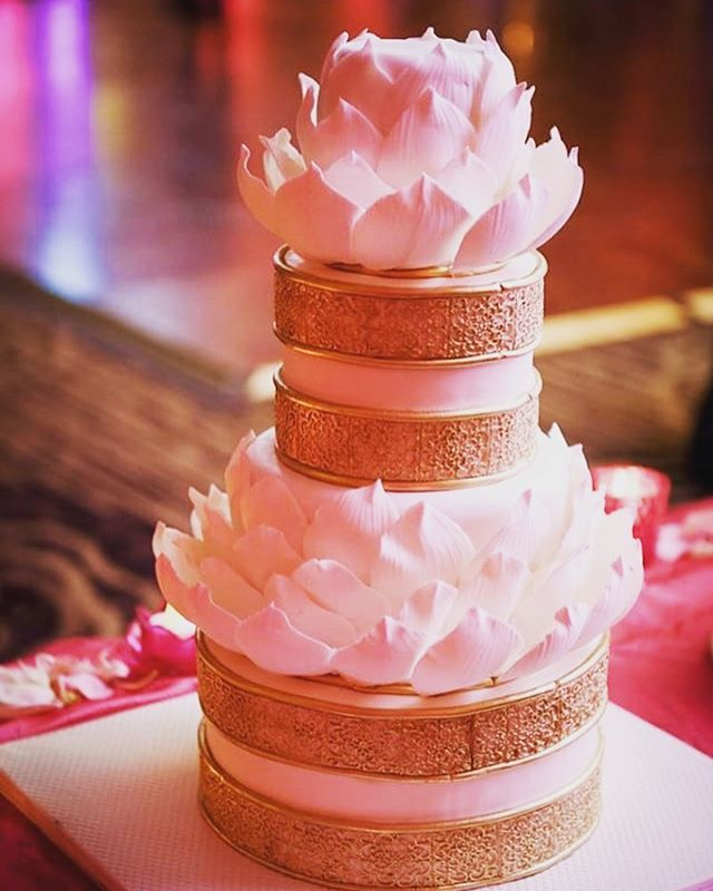 When thegroom has a vision and makes it come together for his bride! Congratulations @tejeswikaza and Neil! Thank you @josetanphoto @moodrepublicstudios for photographing our cake so beautifully! #lotuscake #sugarwork #itsallinthedetails #thecakery #wedding #cake #bestof #gold #pink #dreamy #doubletreesomerset