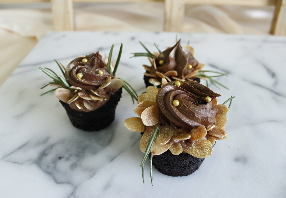 Rustic Floral Design Cupcake   Homemade by Sammo