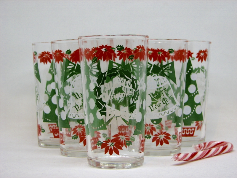 Let's get festive, people. These gorgeous vintage holiday glasses are ready to party.