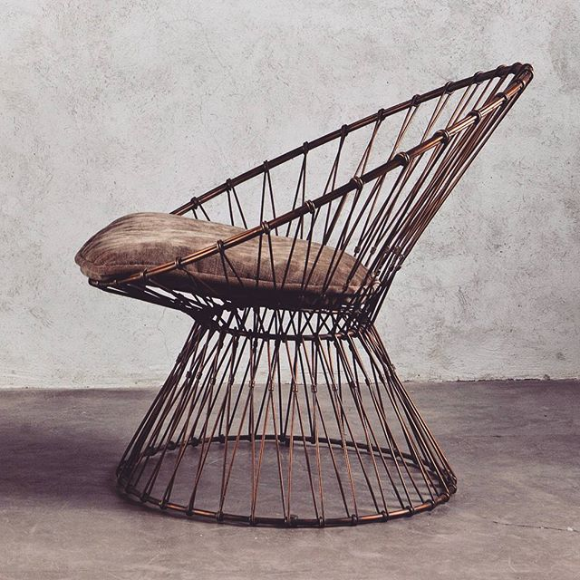 The Ciclo chair is a piece of art. Two as a pair are perfect 😻 #AsiatiqueCollections . . . . #chair #wire #furniture #furnituredesign #christmas #christmasgift #xmas #xmasgift #giftguide #happyholidays #homedecor #decor #design #sgshop #sgfashion #interiordesign #homesweethome