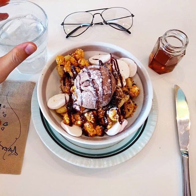 There is no sweeter gift than pancakes and ice cream. Happy Mother's Day! 🌹Photo credits: @fiqnara