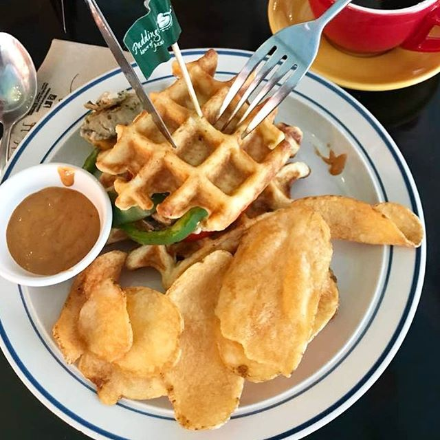 Savoury waffles? Yes please! 🤤 Our Waffle Burger comes with house-made secret sauce and hand-cut waffle potato chips.