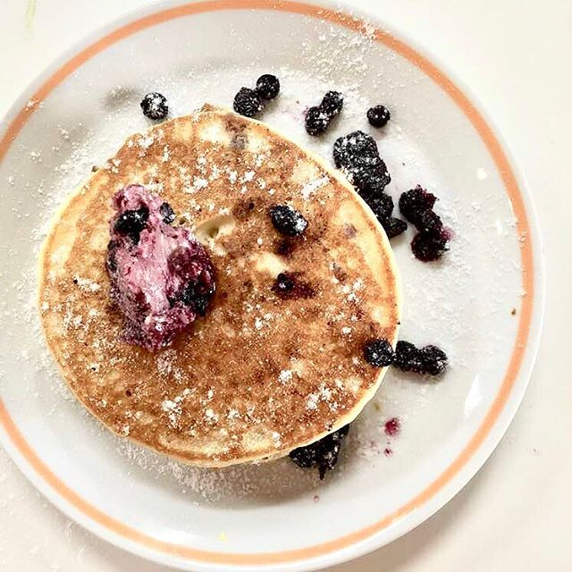 The simple things are the most extraordinary like our Original Pancakes with Blueberry Maple Butter. 💫