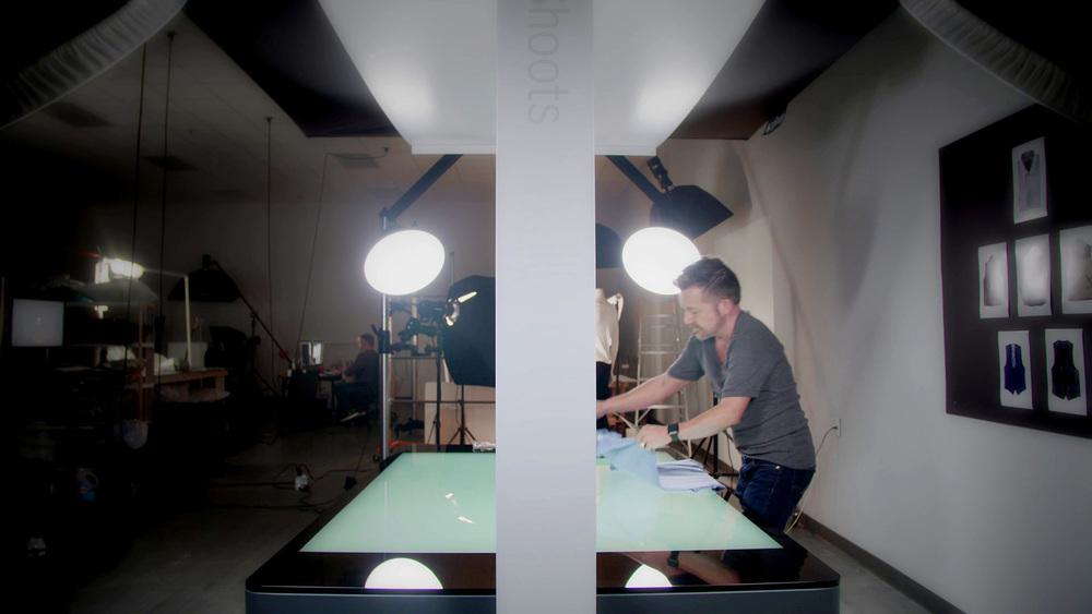 StyleShoots Horizontal gibt den Stylisten die Möglichkeit, ihre Kleidung im Flat-Lay-Verfahren zu fotografieren, und lässt ihnen Zeit, sich nur auf die Präsentation zu konzentrieren, ohne die Kamera oder die Beleuchtung anders positionieren zu müssen.
