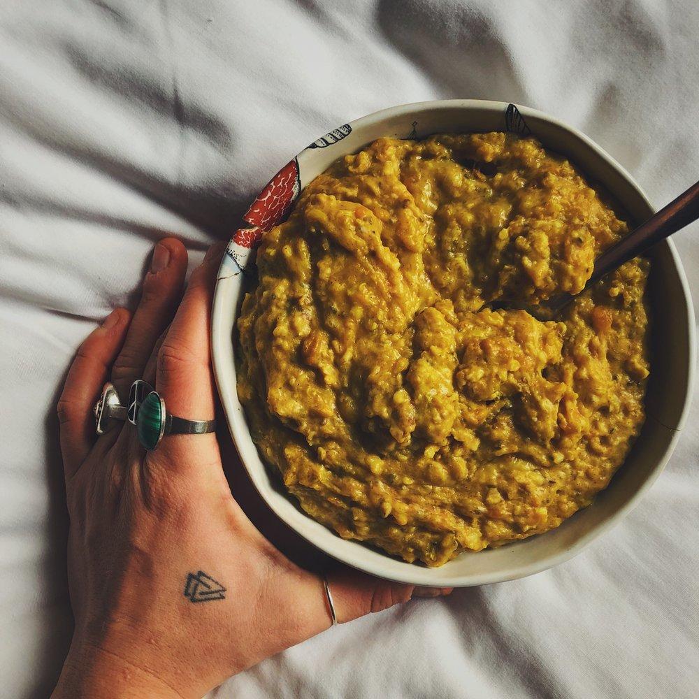 grounding vegan sweet potato, turmeric & tahini oatmeal