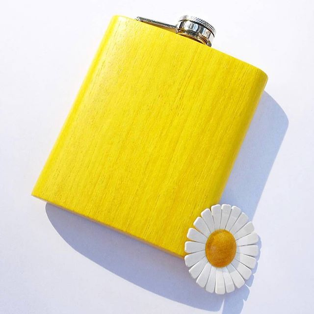 Valentines gift for him - wooden or leather flask! Come and see #gift #valentinesgift #helsinki #madeinbaltics #woodendesign