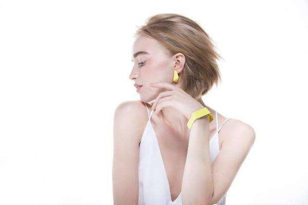 LISA KROEBER JEWELLERY  German born Estonian artist making colorful and geometrical jewellery for every taste
