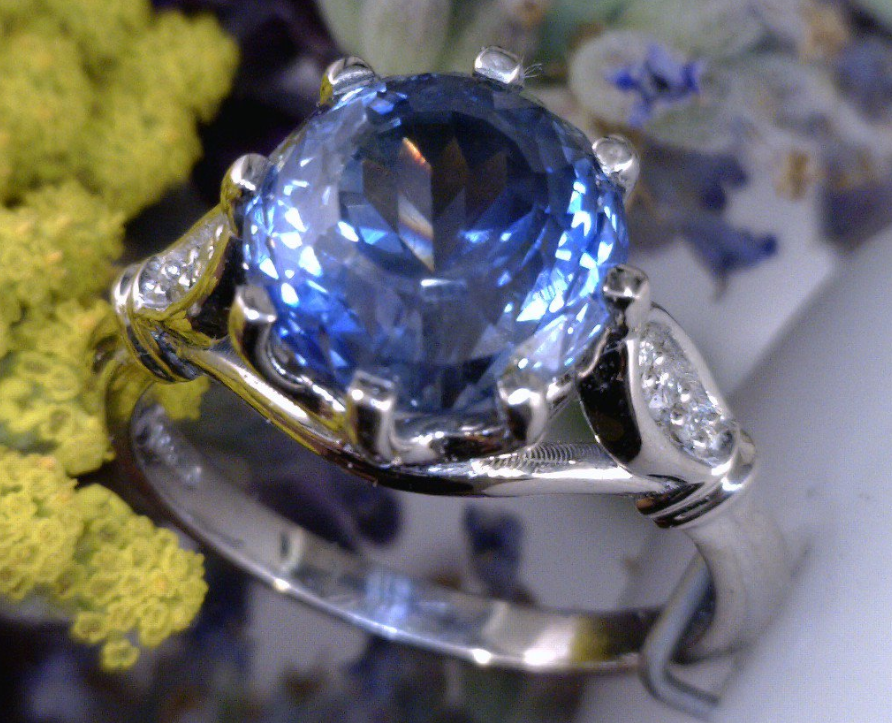 3.2 carat Montana Sapphire cast in Palladium with siade diamonds.png