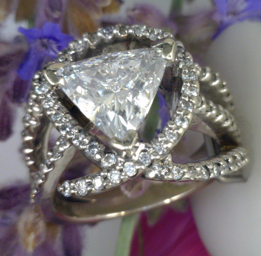 Diamond cluster ring with trillion center diamond.png