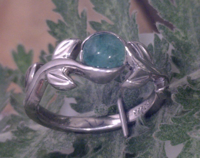 Leaf ring with Jade stone.png