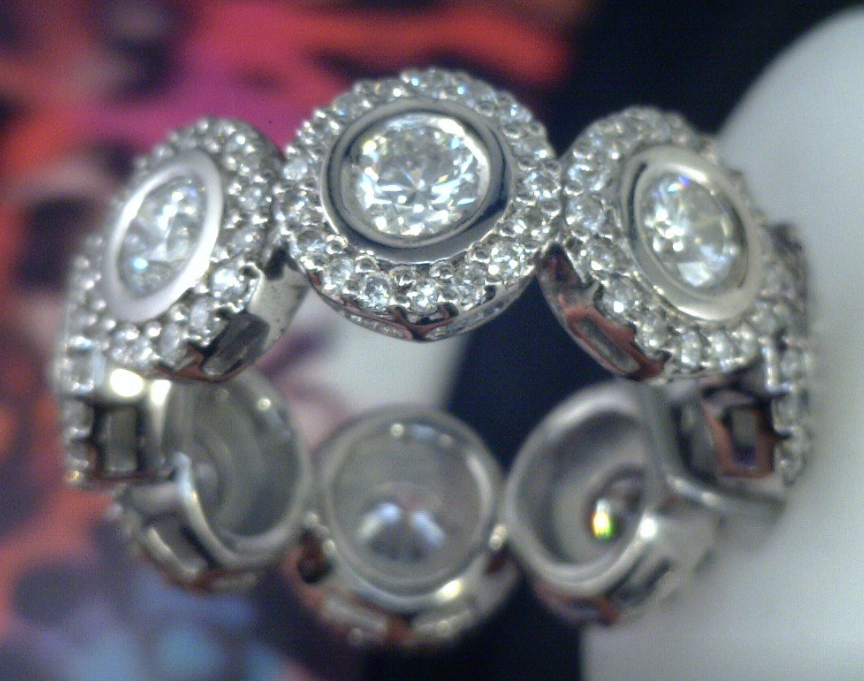 Round diamnd halo cluster ring in palladium.png