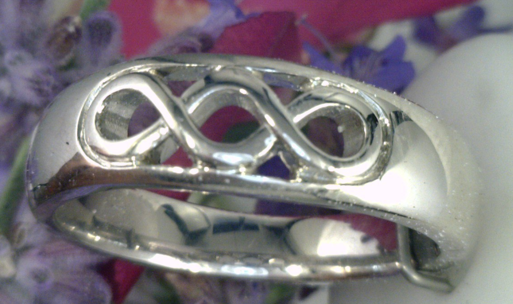 Tripple infinity ring.png
