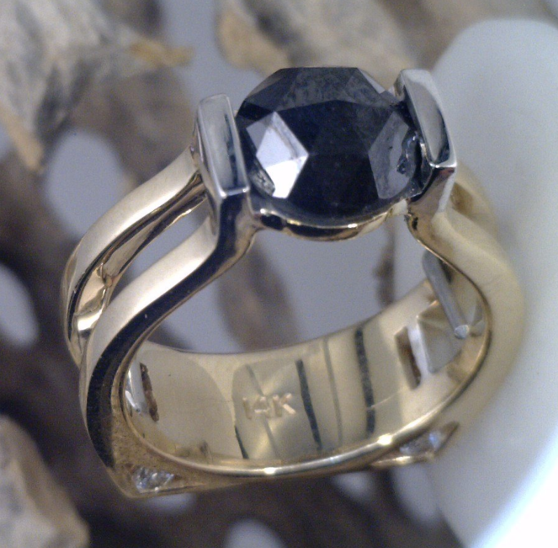 White and yellow gold with Rose cut black diamond.png