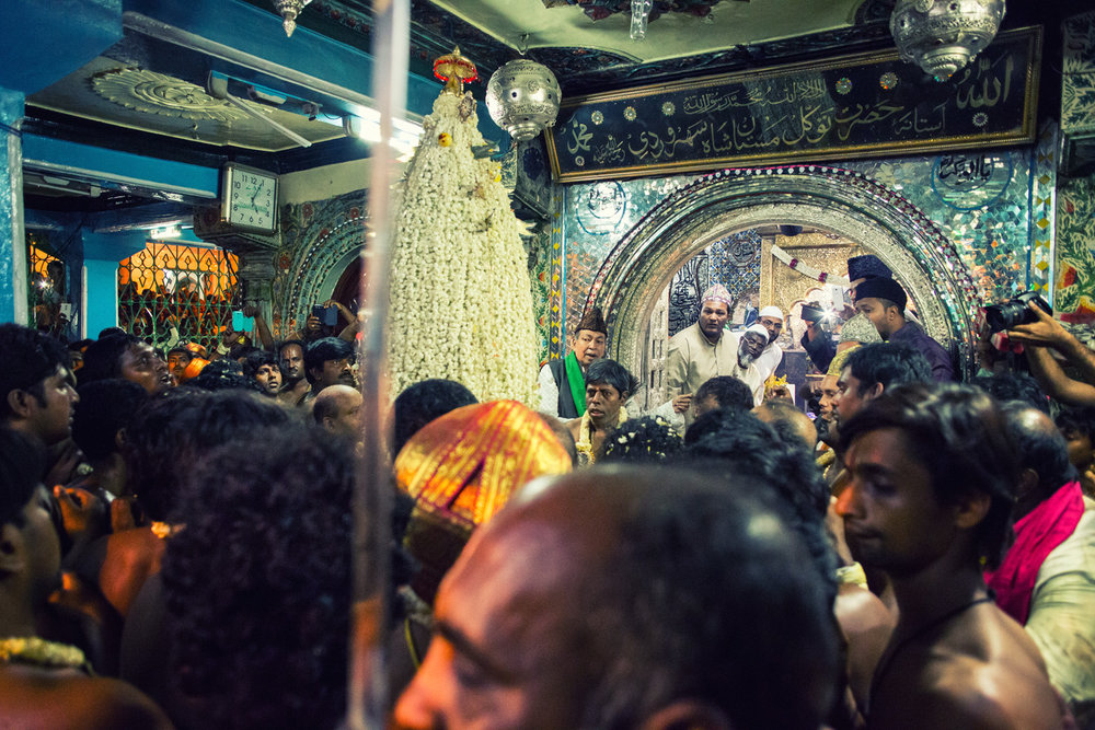 The Karaga enters the Dargah of Hazrat Tawakkal Mastan Shah, an 18th-century Sufi saint who, according to one legend, is said to have blessed a harried Karaga bearer with enough strength to complete the daunting task. Since then, a stop here has become an inevitable part of the Karaga's itinerary, as a gesture of obeisance to the saint.