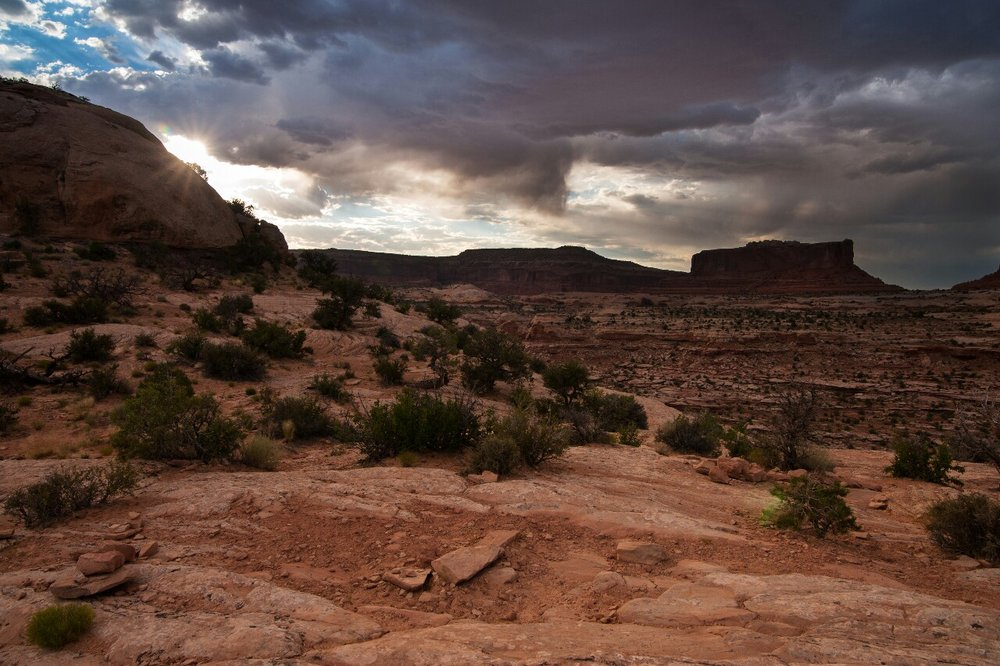 A storM passes through the Utah desert. © Robert Lowdon