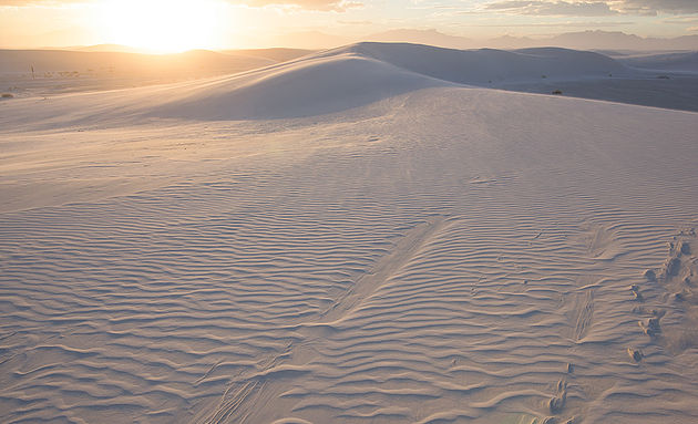The sun sets over White Sands, New Mexico ©Robert Lowdon