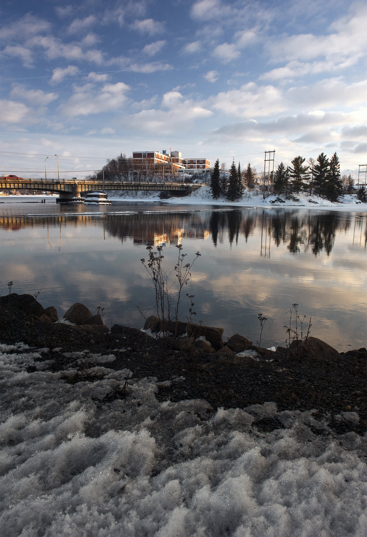 The water front of Kenora never completely freezes in the winter months. This is due to a hydro electric dam not far from the city.
