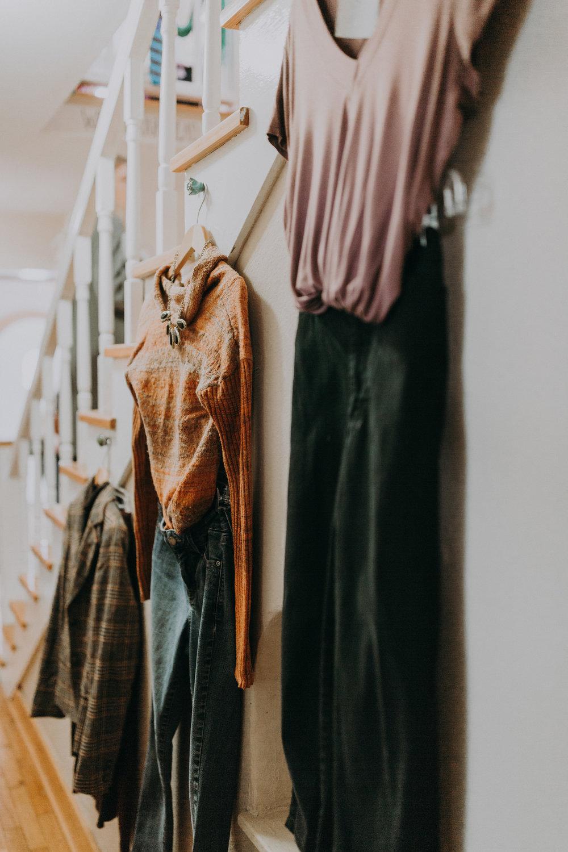 Trayendo belleza - Beautiful Lives es una boutique sin fines de lucro localizada en el noroeste de Arkansas que vende artículos de segunda mano para mujeres.Nuestra misión es crear una comunidad que cuide a las mujeres a nivel local y global.