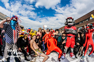 Students from Stony Brook University in New York participating in their own versionof The Harlem Shake. (max_wei / Flickr)