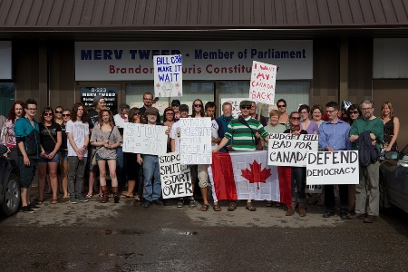 crowd of Member of Parliament Merv Tweed supporters from Brandon and Souris, Manitoba. (Marcel / Flickr)