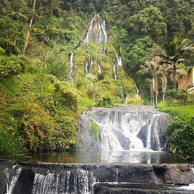Hola Santa Rosa! #santarosadecabal #pereira #colombia #termales #thermal #waterfall #nature #travel #travelphotography #travelgram #instatravel #instamood #instadaily #blog  #travelblogger  Photo © by patrickacquadro.com