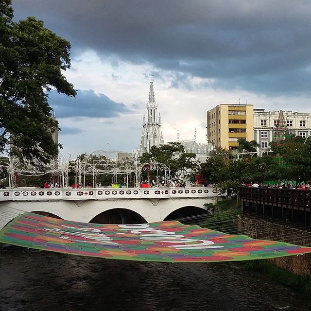 Hola Cali!  #cali #colombia #river #bridge #church #iglesia #travel #travelphotography #travelgram #instatravel #instamood #instadaily #blog #travelblogger #december2017  Photo © by patrickacquadro.com