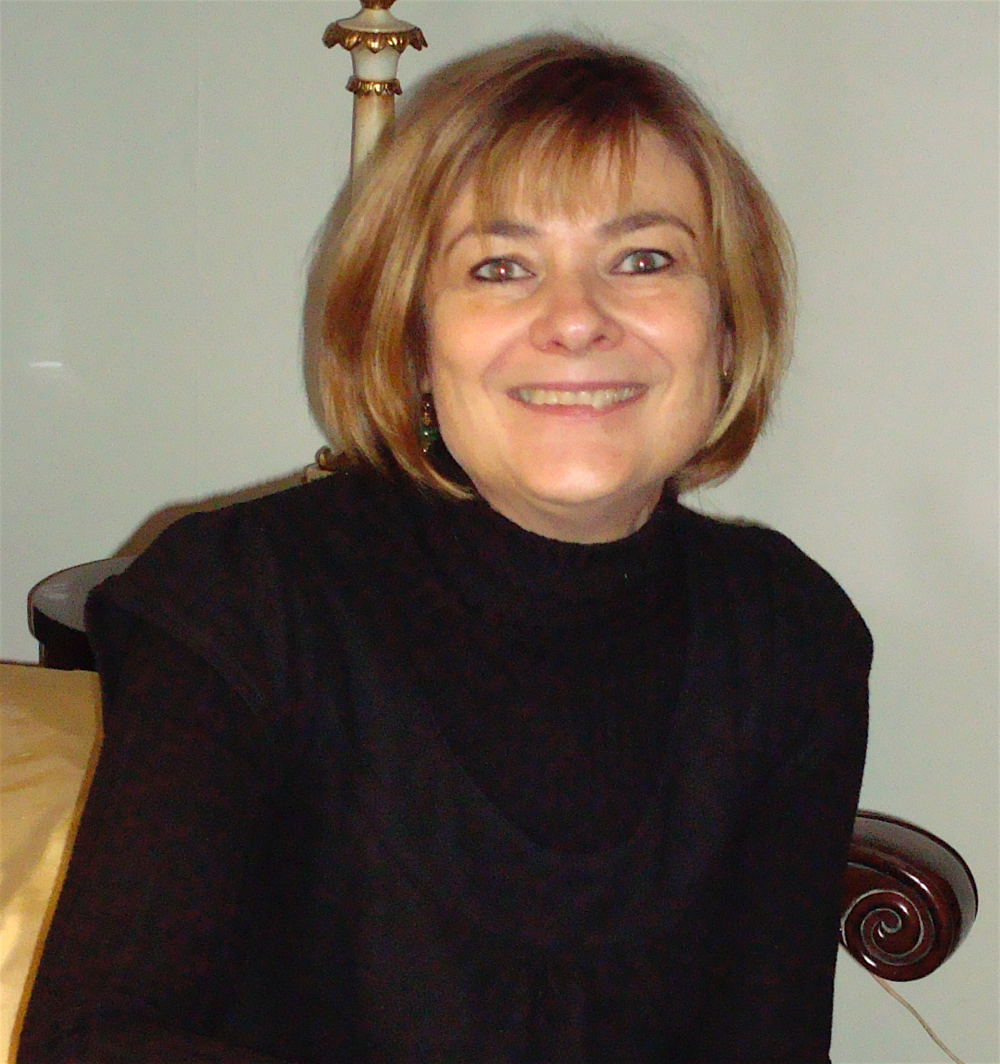 Francoise duRivage has over 30 years experience teaching French.