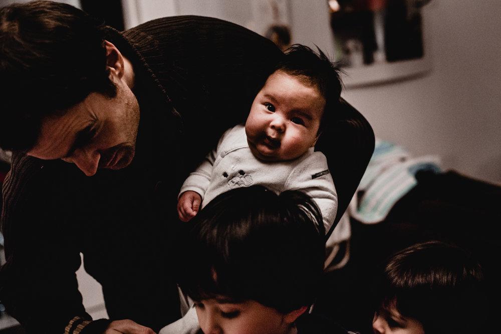 reportage du quotidien florent benjamin camille FREYIA | photographe famille | nouveau-né maternité grossesse lifestyle reportage du quotidien naissance allaitement | PARIS Ile de France-10.jpg