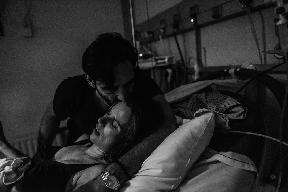 J + G + L accouchement REPORTAGE PHOTO bébé bebe naissance accouchement |  PHOTOGRAPHE naissance accouchement PARIS  | FREYIA photography | photographe | maternité diaconnesses accouchement à domicile dans l'eau naturel nouveau-né bébé naiss-6.jpg