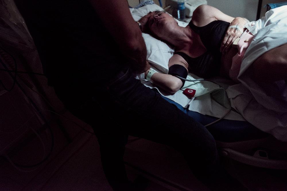 J + G + L accouchement REPORTAGE PHOTO bébé bebe naissance accouchement |  PHOTOGRAPHE naissance accouchement PARIS  | FREYIA photography | photographe | maternité diaconnesses accouchement à domicile dans l'eau naturel nouveau-né bébé naiss.jpg