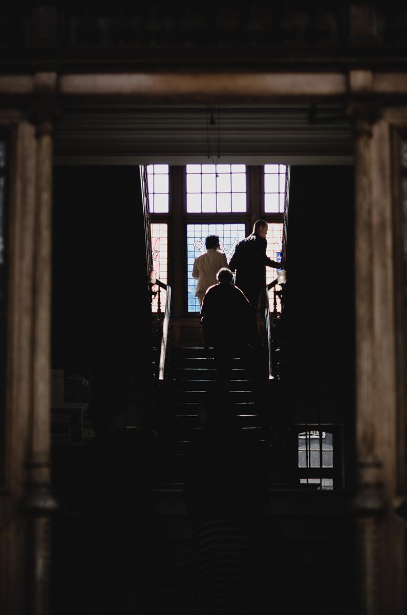 """""""Tes photos sont le plus beau cadeau de notre mariage. Ils sont pleins d'originalité, de symbolique, de détails - tout ça fait qu'on s'y téléporte à nouveau à chaque fois qu'on les regarde. Merci Anna. """" - — Christophe & Len"""