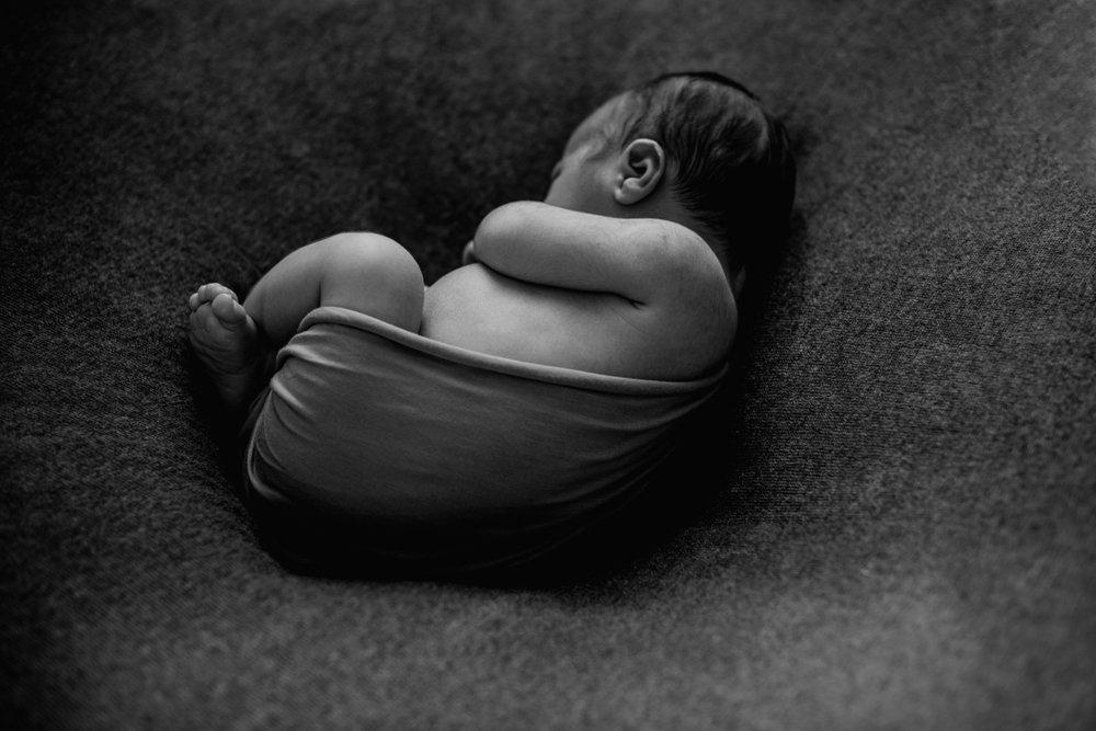 J + C + J session nouveau-né posé SÉANCE PHOTO bébé bebe |  PHOTOGRAPHE bebe et grossesse PARIS  | FREYIA photography | photographe | nouveau-né bébé maternité grossesse future maman femme enceinte naissance allaitement_-10.jpg