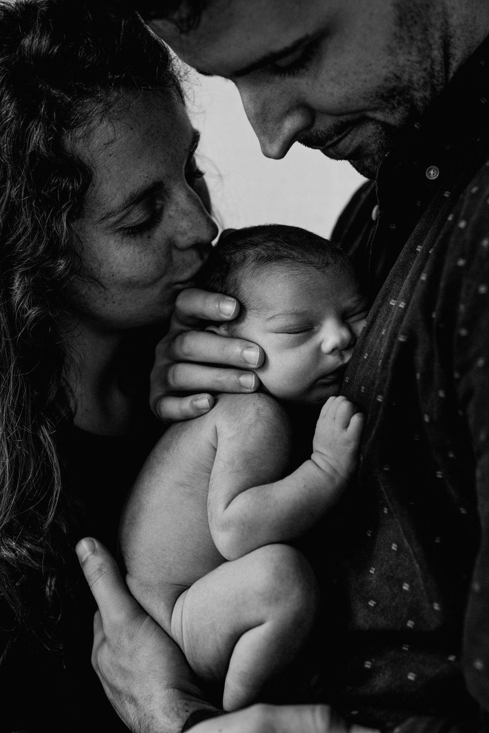 J + C + J session nouveau-né posé SÉANCE PHOTO bébé bebe |  PHOTOGRAPHE bebe et grossesse PARIS  | FREYIA photography | photographe | nouveau-né bébé maternité grossesse future maman femme enceinte naissance allaitement_-18.jpg