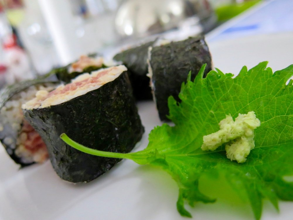 tuna maki rolls with grated wasabi