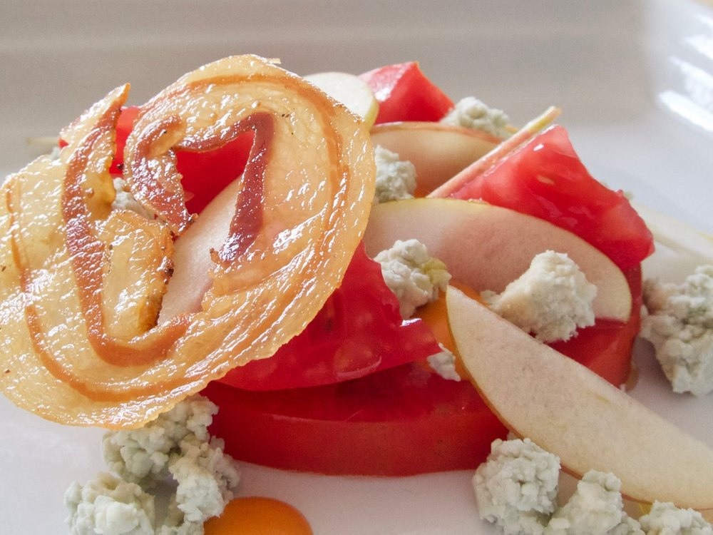 heirloom tomato and sansa apple salad