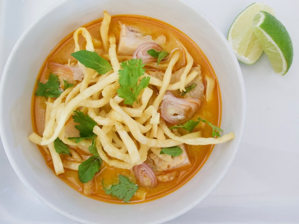 khao soi gai with fried noodles and curry paste