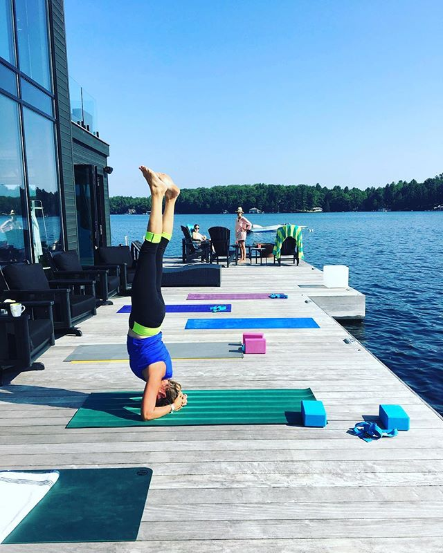 On this rainy Friday in September... I'm REALLY missing my hot and sunny dock yoga sessions... come back summer we miss you already! ☀️ • • • Maybe it's time to start thinking of a SNOWGA session? ⛄️❄️ it's almost just as much fun! Really! • • #yoga #dockyoga #yogainmuskoka #muskokayoga #yogaeveryday #muskokayogateacher #sun #cottagelife #lakejoe #muskokalakes #myneighboursarecoolerthanyours #headstand #summer2018