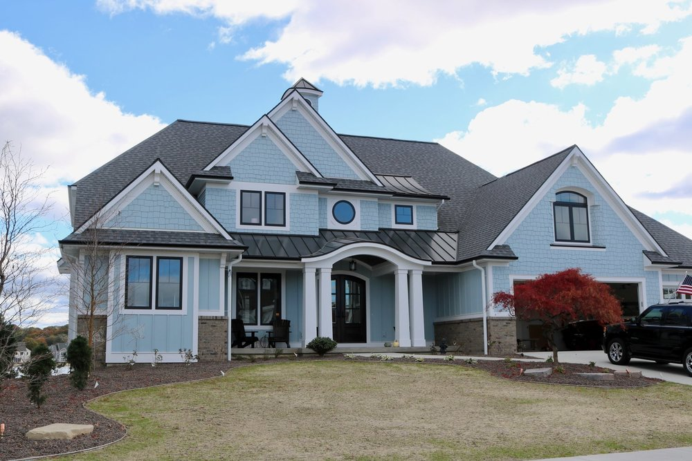 CertainTeed Landmark Pewter Shingles & Plygem D4 Vinyl Crane Harbor Blue Siding with Hardie Shake