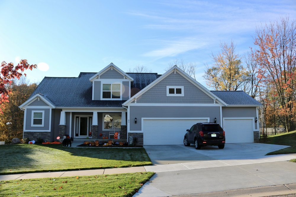 CertainTeed Landmark Pewter Shingles, Plygem Vinyl D4 Flint Siding & White on White Gutters