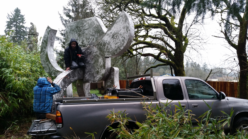 And now it begins: the crew starts the process of cutting the sculpture apart.
