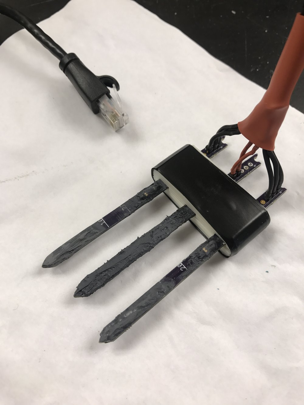 The two outside probes (thermistor probes) have been sanded. As you can see, there is a smoother texture than the middle probe (HRM coil heater probe), which has not yet been sanded.