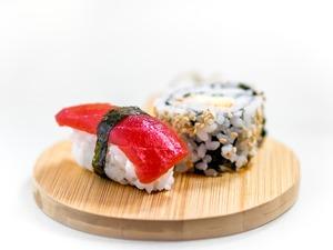 sushi-1197838_1920.jpg