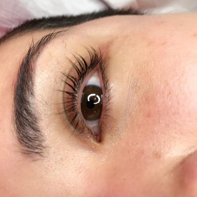 Lash lift and tint. Wake up like this. Lasts 2-3 months. ❤️ for bookings email Ashley.aglowbyjoan@gmail.com  #toronto#lashesonfleek#lashlift#lashliftandtint#aglowbyjoan#easymornings#follow#torontomakeupandhair#realshit#lashes