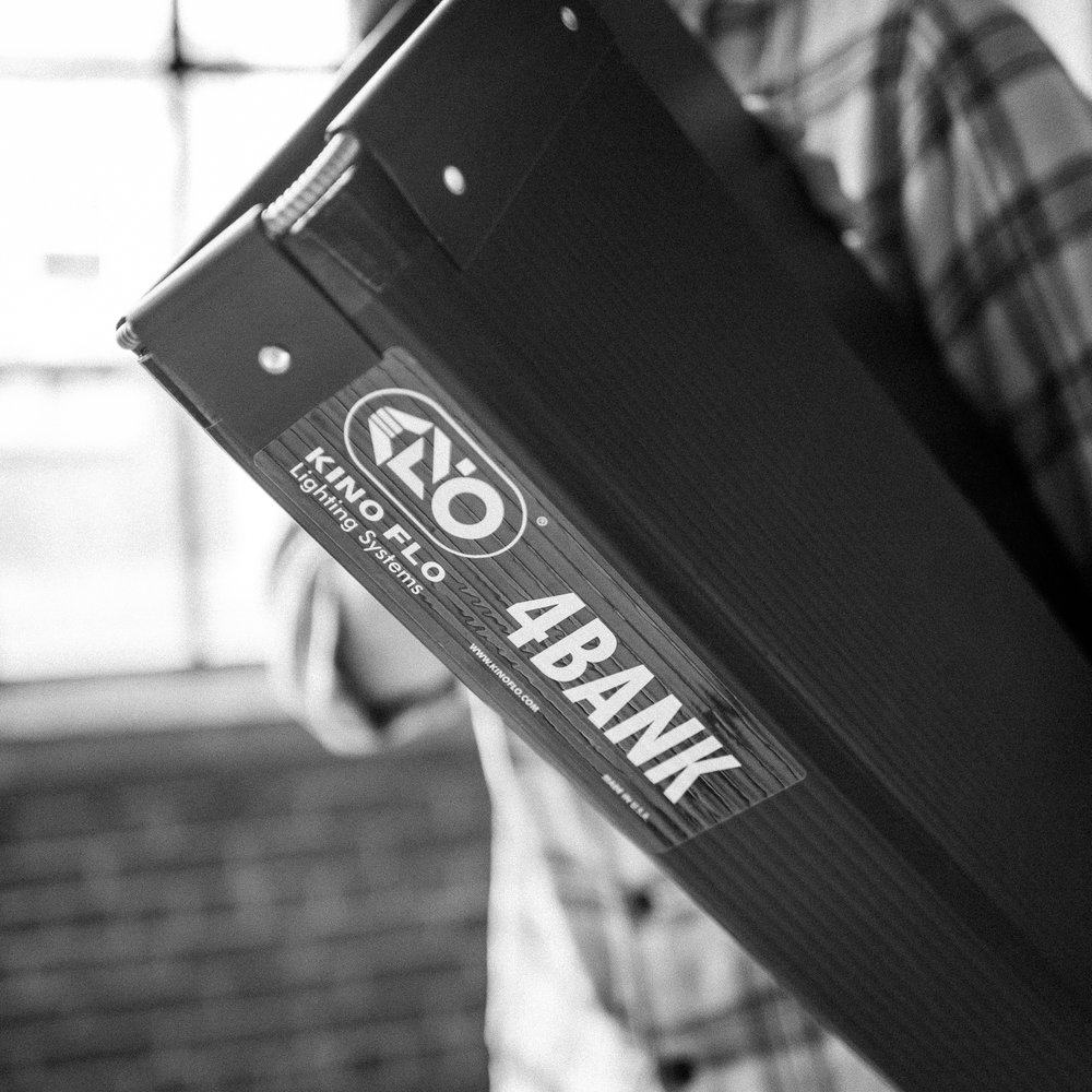KinoFlo 4' 4 Bank - Single   80/day, 320/week, 40/day with studio   Single 4' 4 bank Kino fixtures with daylight and tungsten bulbs.  Comes in soft case.     Switch to DMX ballast for an additional 15/day