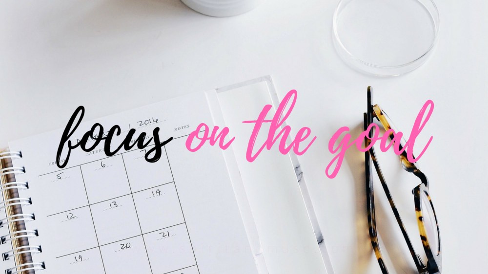 girl boss - focus on the goal - free desktop wallpaper