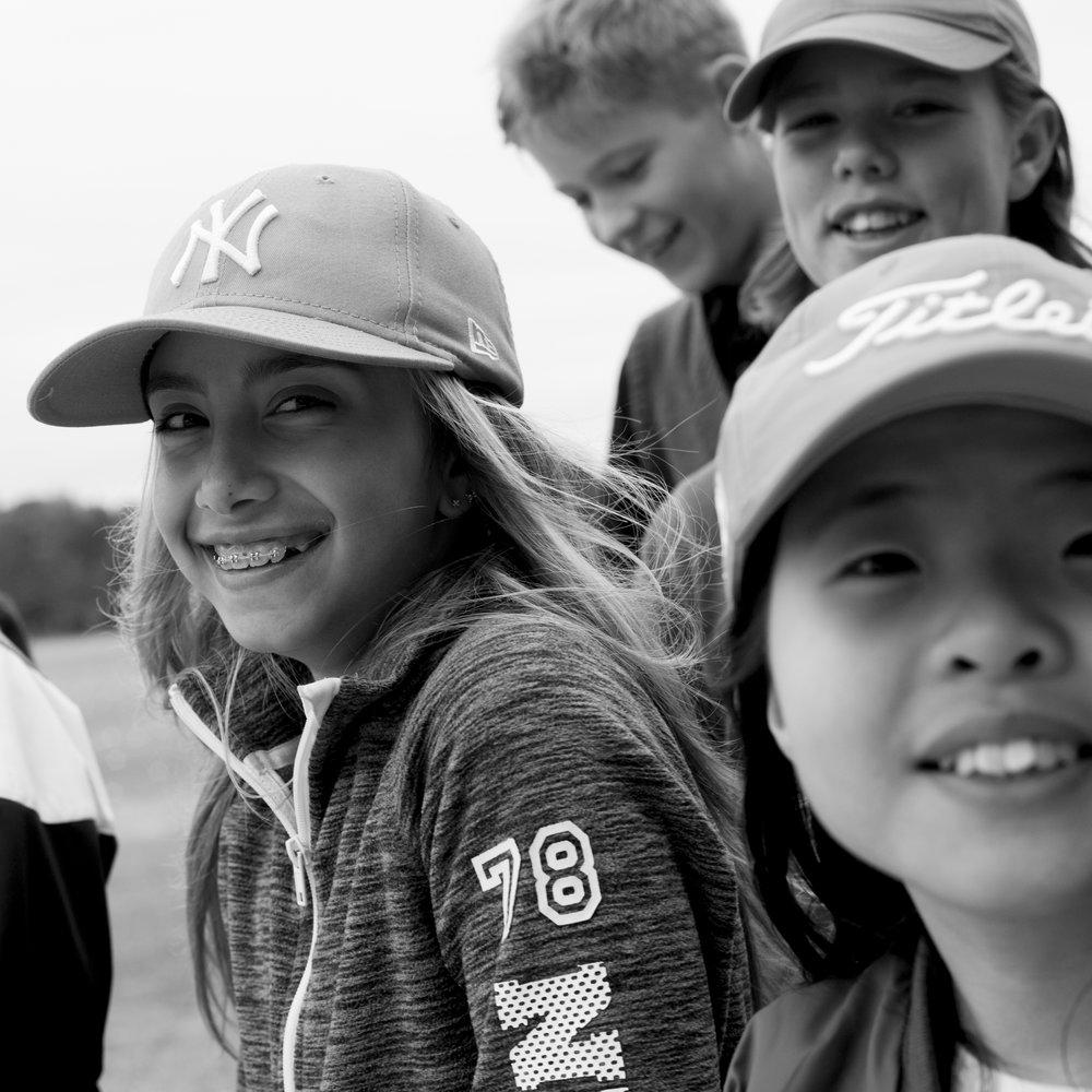 Junior summer camp - Idrott är en väldigt viktig del i varje barns uppväxt. Det finns många sporter och aktiviteter att prova på, men golfen är utan tvekan en av de mest heltäckande. Här får barnen träna, leka, skratta, tävla, umgås och vara ute i naturen. Ett kinderägg, med extra allt. Under Visby GK:s Summer Camps får barnen ett lärorikt och lekfullt insteg i golfens underbara värld.KursfaktaNybörjarkurs för barn 6-12 år4 dagar fyllda av spännande och roliga golfövningar och andra lekar, allt för att barnen ska få en så bra start på golfkarriären som möjligt.Kursavgift: 995 kr (lån av klubbor ingår)Kurstillfällen 2018:Veckovis må-tor6-8 år: kl 10:00-12:00 9-12 år: kl 13:00-15:00Datum:v28 9-12 juliv29 16-19 juliv30 23-26 juliv31 30 juli-2 augFör anmälan och frågor vänligen kontakta:Martin Bendelin Munkhammar.martin@visbygk.com073-519 09 39