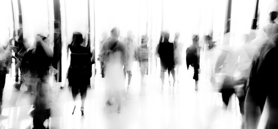 fast-rush-blurry-people_1940x900_33774.jpg