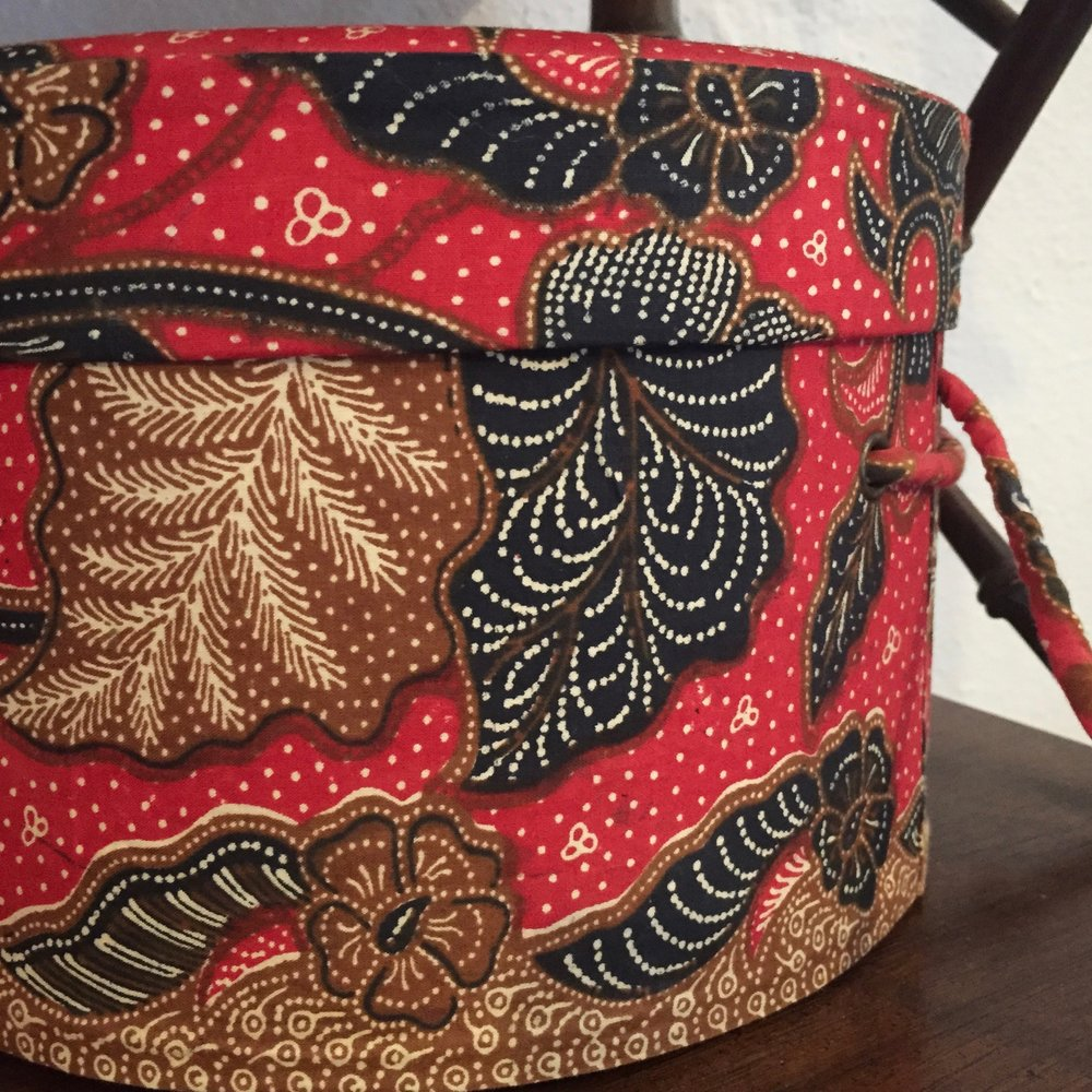 RED BATIK HAT BOX