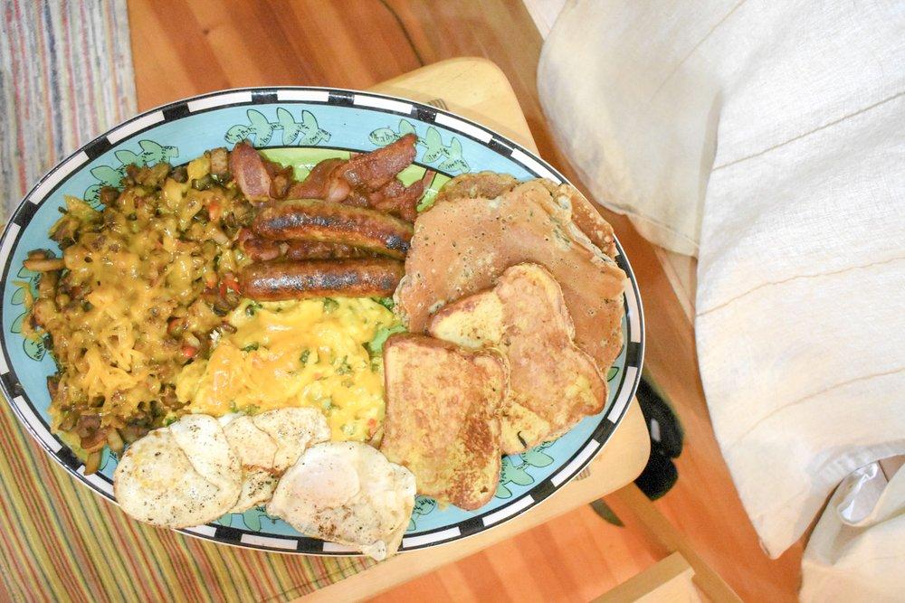 breakfast-spread-at-corbett-farms